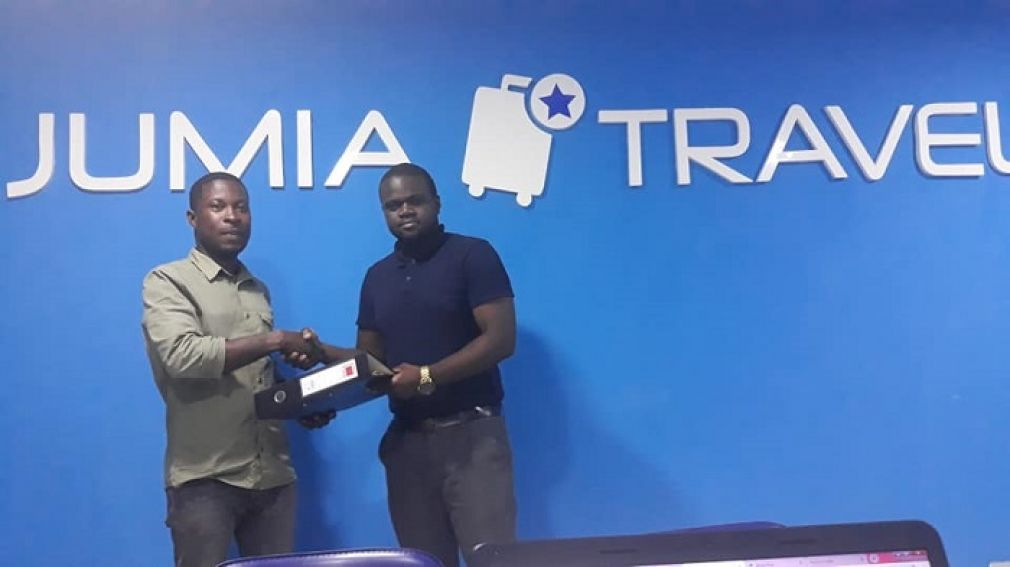 Le candidat Philip Kla en compagnie du Responsable communication de Jumia Travel, Abraham Kouassi. Ph Dr