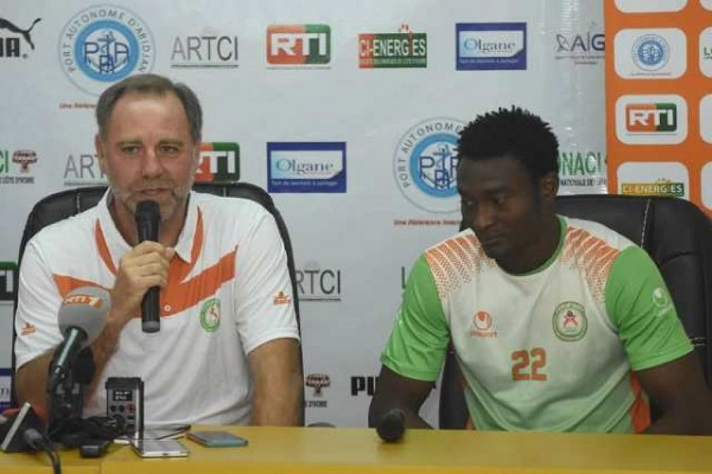 WALLEME Jean Guy (Coach NIGER)  et  OUWO Moussa Maazou (Capitaine NIGER)